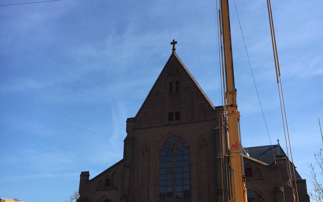 Herstel luiken kerkgebouw